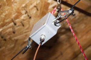 Dipole antenna balun / center