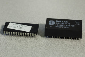 U5 and DS1244Y+70 microchips